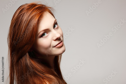 Photo teenager girl beautiful red hair cheerful