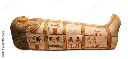In de dag Egypte Egyptian sarcophagus isolated with clipping path