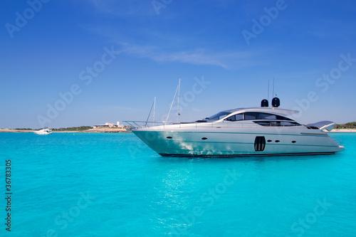 Fotografia  yatch in turquoise beach of Formentera