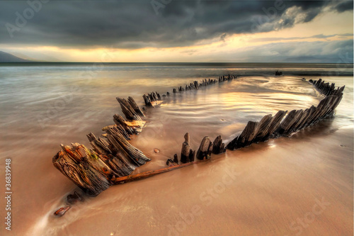 Fotobehang Schipbreuk The Sunbeam ship wreck on the Rossbeigh beach, Ireland
