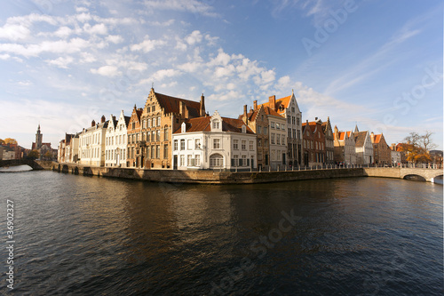 Poster Brugge canal et facade à bruges de jour