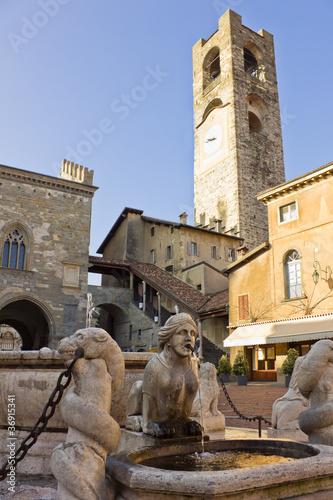 Photo  palazzo del Podesta in old town, Bergamo, Italy
