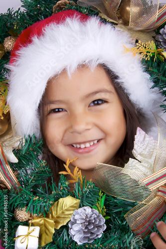 Image De Noel Fille.Petite Fille Attends La Pere Noel Avec Son Bonnet De Noel