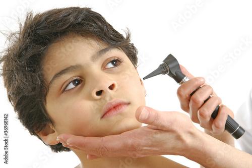 Foto  ORL - Examen sur un enfant