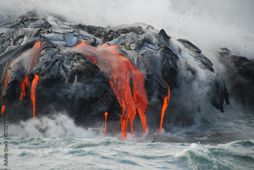 Spoed Foto op Canvas Vulkaan Multiple Lava Flows, Ocean, Steam, close up