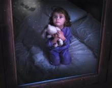 Bambina Con Orsacchiotto Che G...