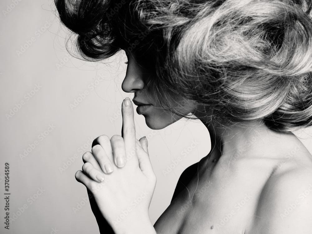 Fototapety, obrazy: Profil pięknej dziewczyny