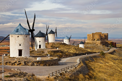 Photo  windmills of Don Quixote -traditional Spain