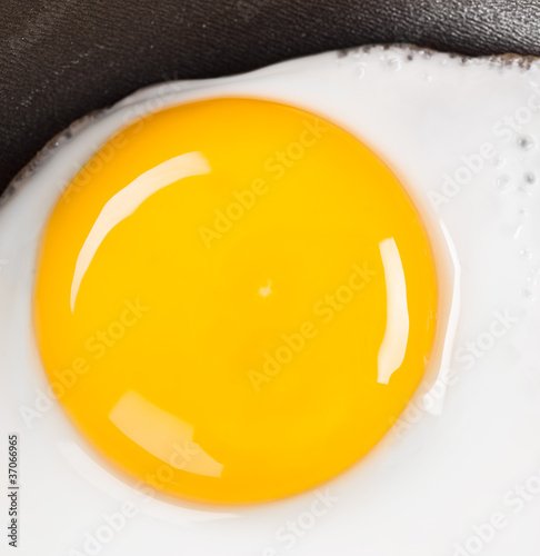 Foto op Plexiglas Gebakken Eieren fried eggs close up