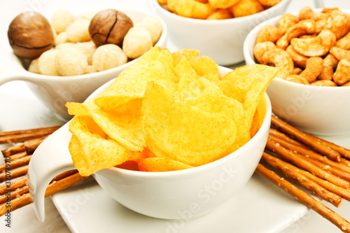 Fotografie, Obraz  Chips und Nüsse