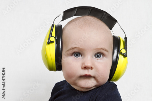 Photo baby with ear protection
