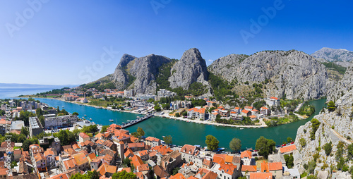 Fototapeta panorama   panorama-miasta-omis-w-chorwacji