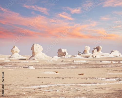 Poster de jardin Desert de sable White desert in Egypt