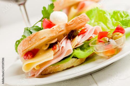 Recess Fitting Snack Toast prosciutto e formaggio