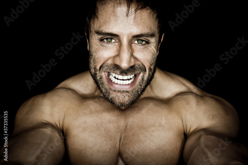 Fotografia  angry muscled bodybuilding man