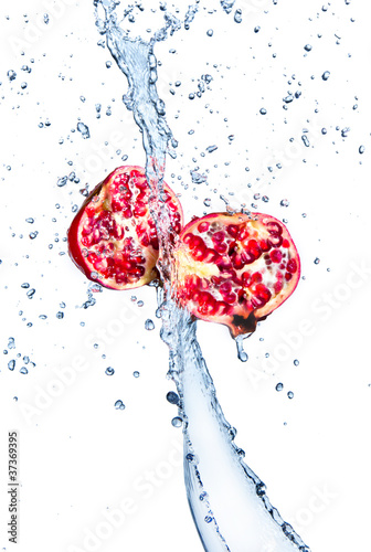 Foto op Canvas Opspattend water Fresh pomegranate in water splash