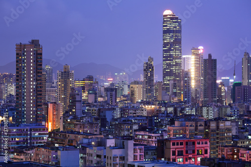 Poster Chicago Hong Kong with crowded buildings at night