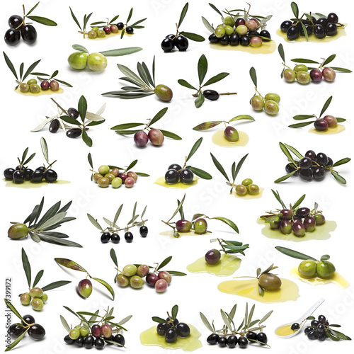 Photo Gran colección de olivas aisladas sobre fondo blanco.