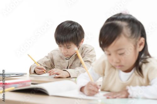Fotografía  勉強をする子供たち