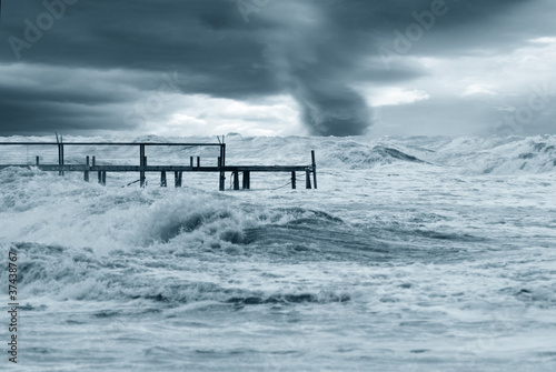 Foto-Leinwand - twister ast horizon on the sea