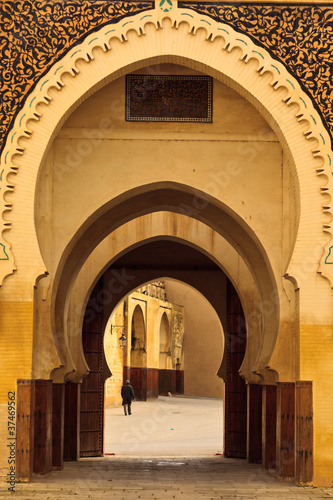 Papiers peints Maroc Ornate arches of passageway into mosque courtyard Morocco
