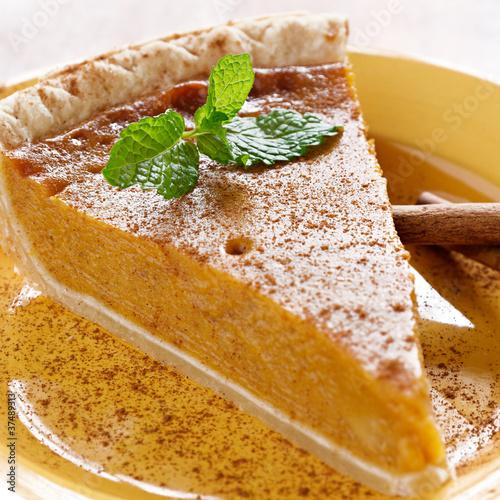 Photo  pumpkin pie with mint garnish.