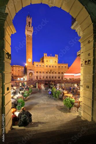 Obraz na plátně Piazza del Campo and Palazzo Publico, Siena, Italy