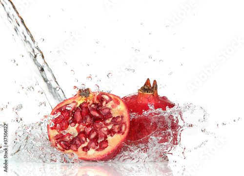 Poster Eclaboussures d eau Juicy pomegranate with splashing water