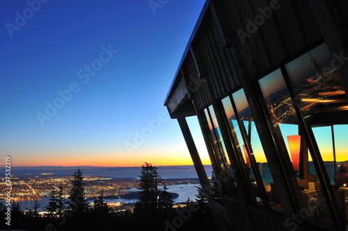 Fotografia The Observatory restaurant on Grouse Mountain