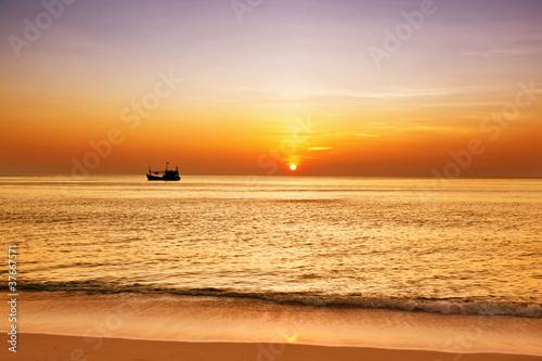 Fototapeta plaża tropikalna-plaza-o-zachodzie-slonca