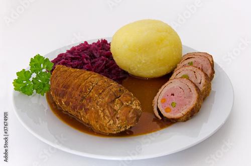 Fotografie, Obraz  Roulade mit Kartoffelkloß & Rotkohl