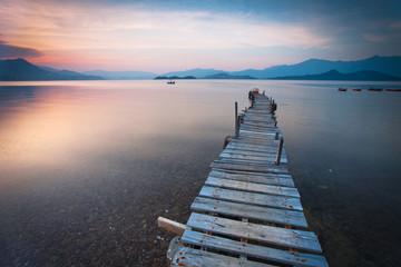 Fototapeta samoprzylepna pier and boat