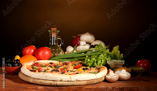 Tuinposter Kruiden 2 delicious pizza, vegetables and spices