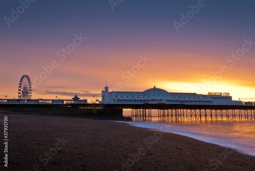 Foto auf AluDibond Stadt am Wasser Brighton at sunset