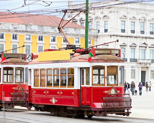 czerwony-tramwaj-z-lizbony-portugalia