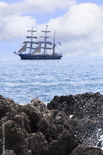 Türaufkleber Schiff sailing ship and the rocks of the Sirens Isle of Capri Italy