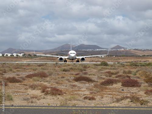 Fotografia  Eine Boeing 737-800 rollt auf Lanzarote zum Start
