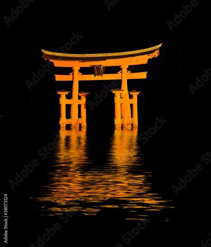 torii de miyajima de nuit