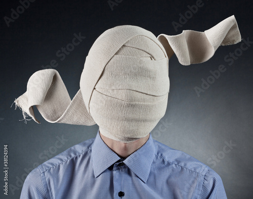 Foto Portrait of the man with elastic bandage on a head