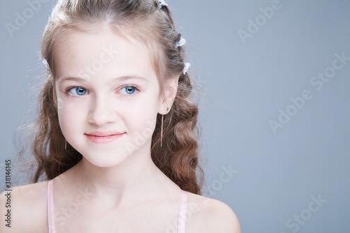 Photo sur Toile Salon de coiffure Young beauty girl with blue eyes