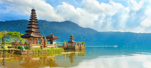 Photo Stands Bali Pura Ulun Danu