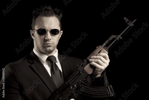 Homme Arme Dun Fusil AK 47