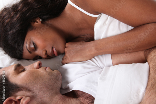 Photo  Couple asleep in bed