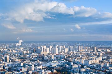 duże miasto pod błękitne niebo