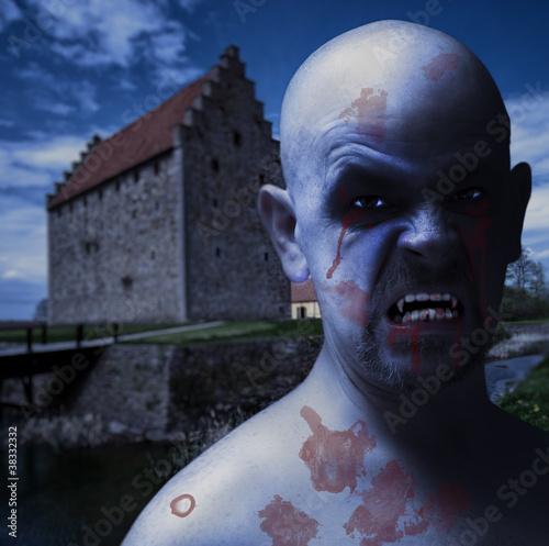 Fotobehang Volle maan twilight vampire man 02