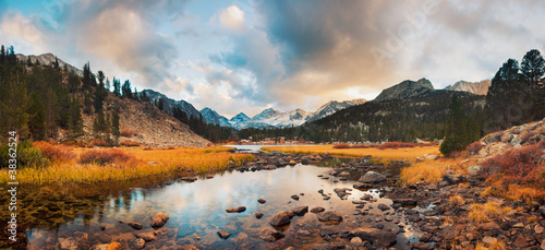 Photo Stands Reflection Amazing Landscape, Beautiful Mountain Sunset Panorama
