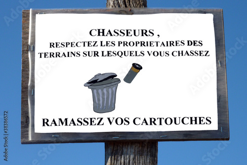 Fotografiet panneau à l attention des chasseurs