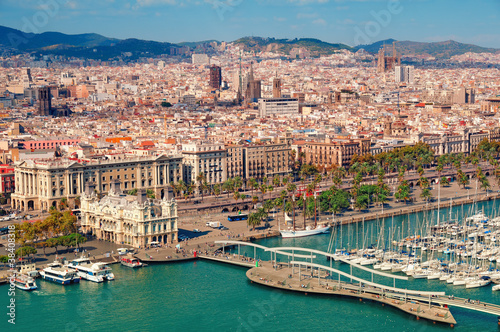 Papiers peints Barcelona Barcelona skyline, Sagrada Familia is visible.