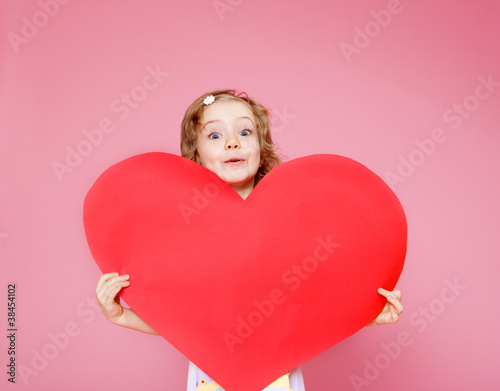 Girl holding paper heart © 2xSamara.com