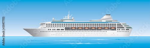 Photo Cruise Ship in ocean